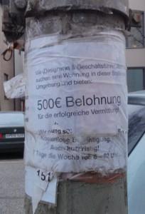 Photo: Laternen-Aushang zur Wohnungssuche